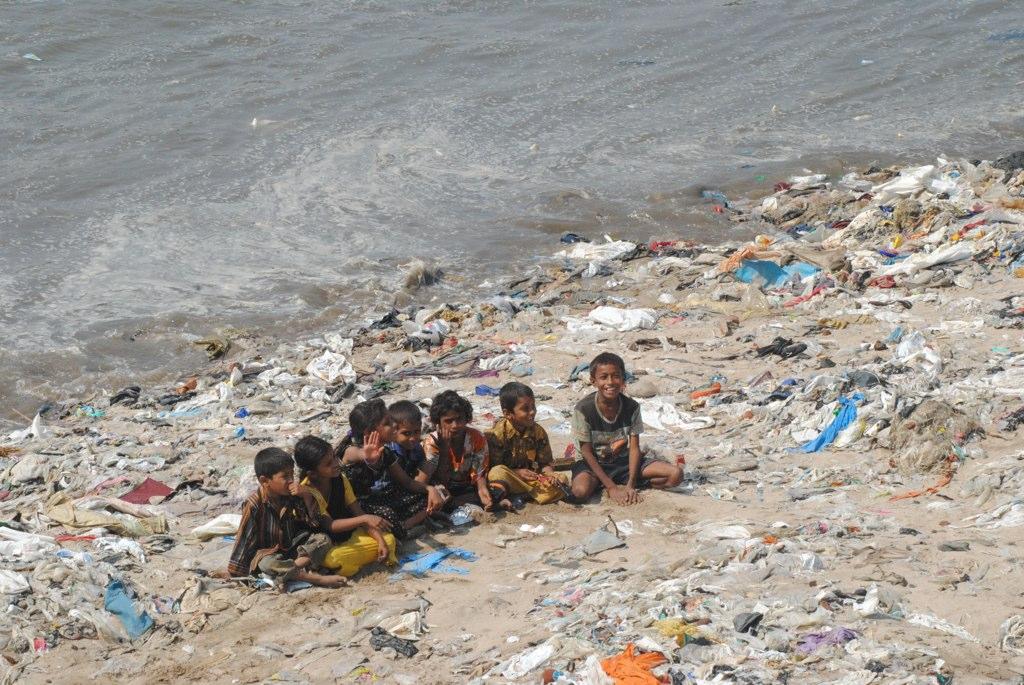 Bild Plastic beach von wikimedia commons, Urheber: Ravi Khemka from Mumbai, India